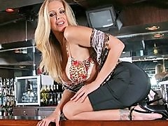 BIG TIT BLOND MILF PORNSTAR JULIA ANN FINDS BIG COCK AND FUCK IT.