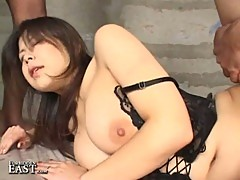 Japanese chick gets horny with the doggy