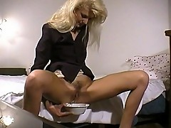 Slut turns her cunt in to a juicer