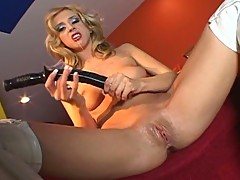 Blonde bombshell solo pussy & anal playing session