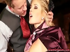 Glamour girl blowjob and cumshot