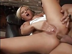 Hot blond Bree Olson rubs her wet twat while getting her tig...
