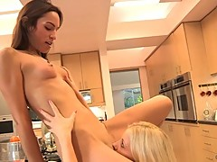 Hot Charlotte Stokely licks out Amber Rayne's pink taco