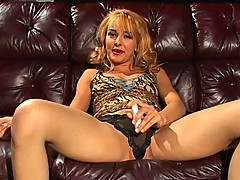 Cytherea seeks to orgasm