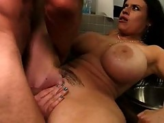 Flower Tucci and Daphne Rosen squirting threesome