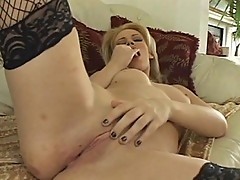 Gia Paloma plays her pussy like a doll