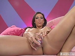 Rachel Starr cums all over as she grinds her toy on her pussy