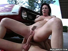 MILF Rayveness is a vision as she rides her hairy pissflaps up and down a nob