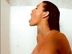 Brunette sexbomb Tabitha Stevens takes a cumload on her hair...