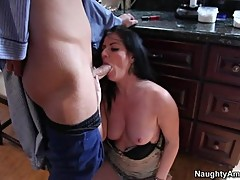 Taryn Thomas takes a hard dick down her slippery throat