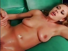 Tiana Lynn shows her top squirting skills