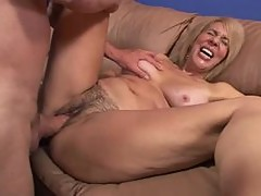 A Hard Fuck For A Mature Mommy's Bush