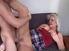 Sexy Mom Returns Favor mature mature porn granny old cumshots cumshot