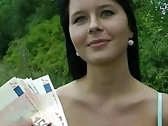 Gorgeous amateur banged for cash outdoor