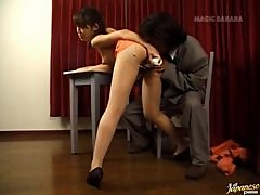 Lovely Asian babe Yuuna Akimoto loves a wild toy insertion