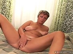 Slutty mature lady shows her excellent blowjob skills