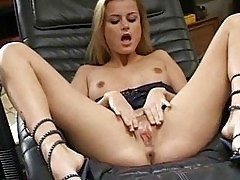 Blond beauty Sofia masturbating