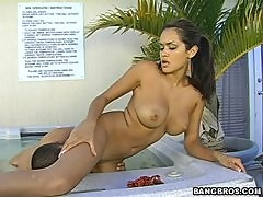 Daisy Marie Makes Him Score in a Hot Video